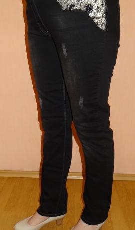 5-0337 Melnas džinsas ar dekoru