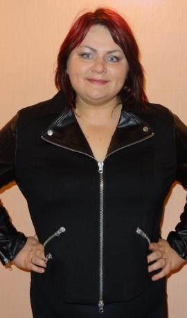 6-0241 Melna jaka ar ādas imitācijas ielaidumiem