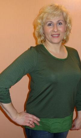 1-0865 Zaļas krāsas tops ar šifonu