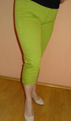 5-0309 Gaiši zaļas kaprī bikses