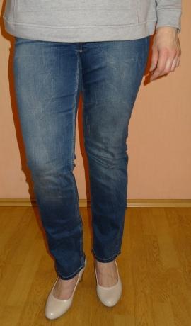 5-0319 Zilas džinsas ar balinājumu