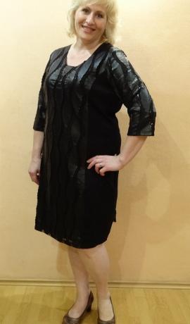 3-0538 Melna svētku kleita