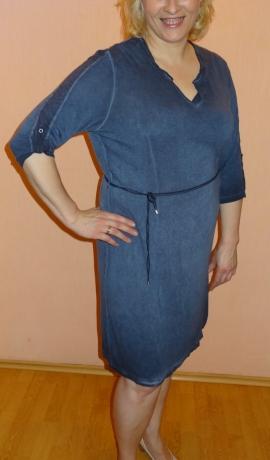 3-0501 Tumši zila kleita ar jostiņu