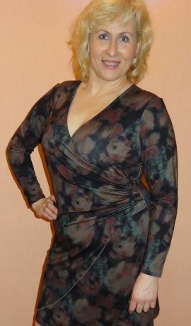 3-0502 Tumšu toņu kleita