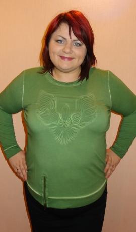 1-0881 Zaļš tops ar šūtu rakstu