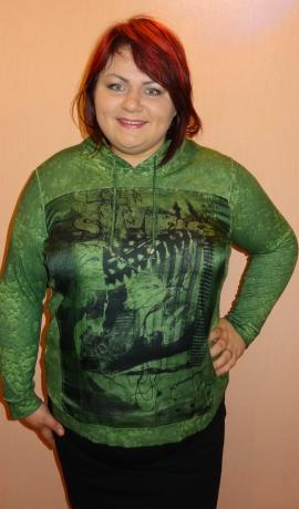 1-0888 Zaļš tops ar kapuci