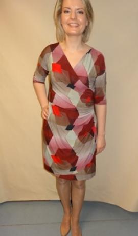 3-0241 Sarkana & brūna kleita ar savilkumu