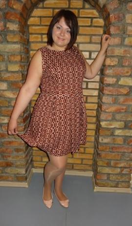 3-0154 Oranža & melna & krēmkrāsas rombiņraksta kleita