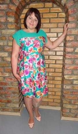 3-0161 Zaļa kleita ar puķēm