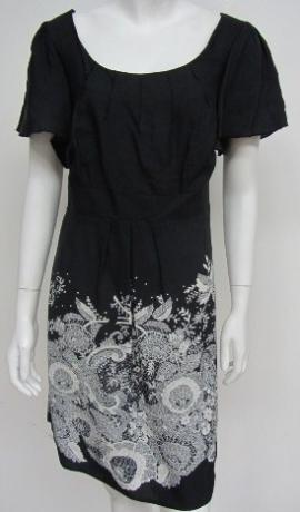 3-0027 Melna kleita ar uzdrukātu baltu rakstu