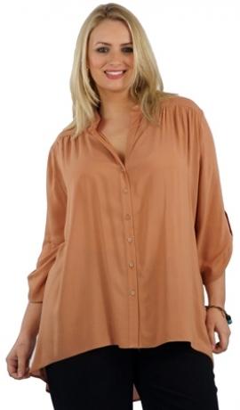 1-0193 Smilšu krāsas krekls ar pagarinātu aizmuguri