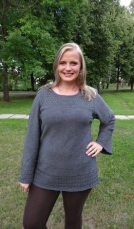 2-0213 Tumši pelēks džemperis ar adītu rakstu