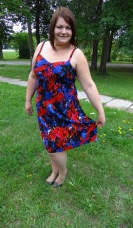 3-0188 Tumša kleita uz lencītēm