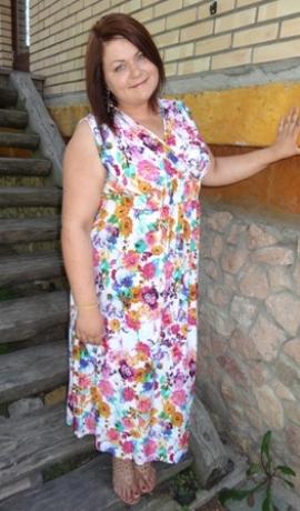 3-0325 Balta maxi kleita ar ziediem