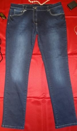 5-0205 Tumši zili džinsi ar balinājumu