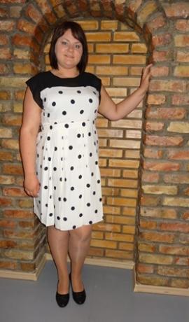 3-0160 Balta kleita ar pumpiņām