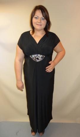 3-0222 Melna kleita ar dekorētu vidukļa daļu