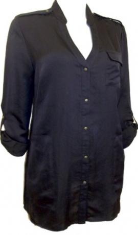 1-0563 Melns krekls ar spīdīgām pogām