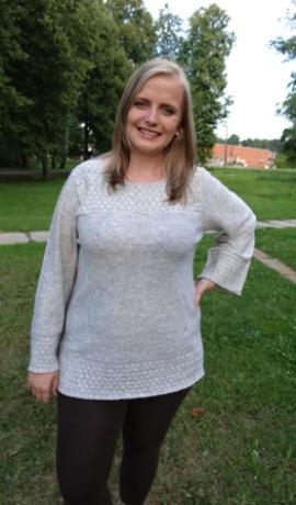 2-0217 Pelēcīgs džemperis ar adītu rakstu