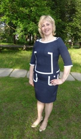 3-0301 Tumši zila kleita ar baltiem akcentiem