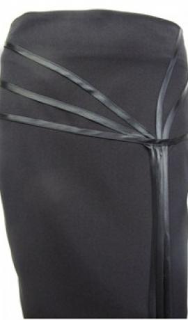 4-0060 Melni svārki ar satīna dekoru sānos