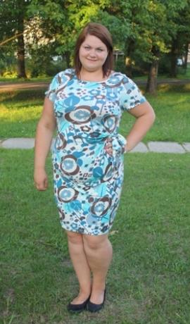 3-0329 Puķaina kleita ar savilkumu un jostiņu