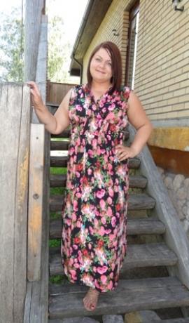 3-0319 Melna maxi kleita ar krāsainiem ziediem
